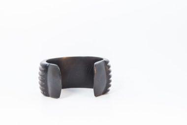 Blackbracelet2